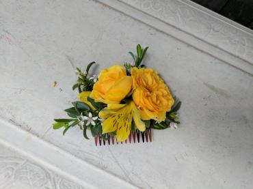 Yellow Floral Comb